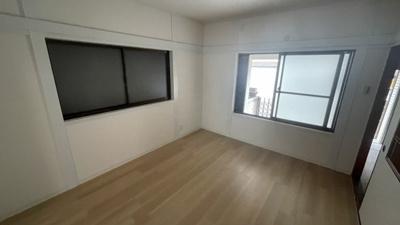 洋室B 窓付きです。