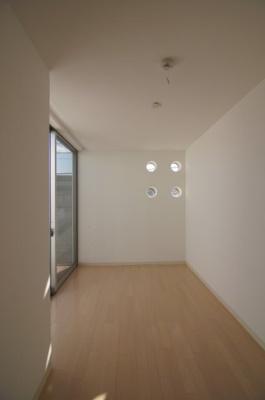 個人の部屋や寝室として使える洋室です ※新築時写真