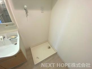 洗面室には洗濯機置き場がございます♪