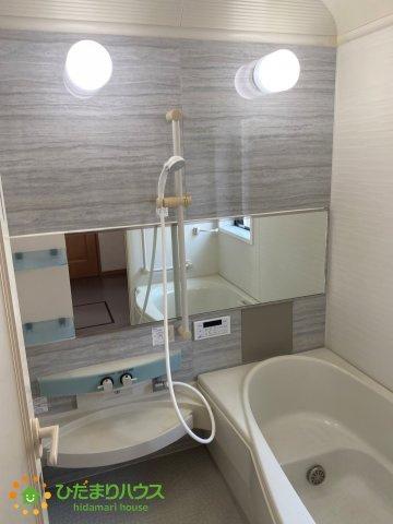 アクセントクロスがオシャレなピカピカの浴室です♪