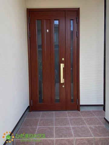 オシャレで大きな玄関ドア♪