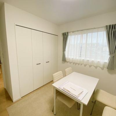 北東側の洋室①は5.2帖!収納付きなので、この中にまとめればお部屋もスッキリ♪