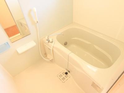 窓付き♪浴室乾燥機&追い焚き給湯付のお風呂♪