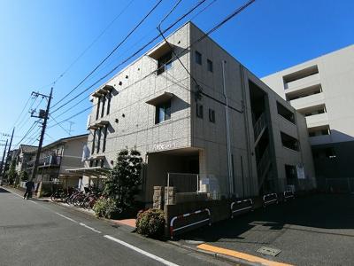 小田急線・南武線「登戸」駅より徒歩5分!コンビニが近くて急なお買物にも便利な立地の3階建てマンションです♪