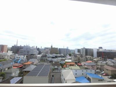 6階部分からの眺望です。 前面に建物がなく開放感がございます。