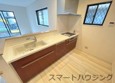 IHキッチンです。 床下収納と食洗器付きです。