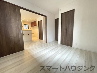 きれいな洋室です LDKと繋げると20帖以上のスペースがあります。