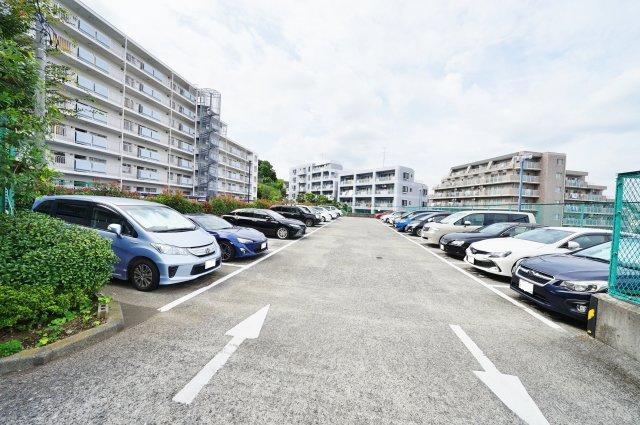 駐車場です。空き状況はご確認ください。
