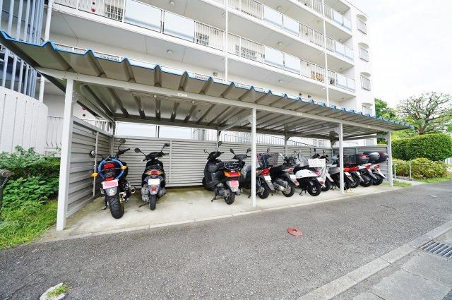 バイク置き場もございます。空き状況はご確認ください。