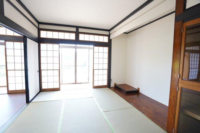 1階和室 床の間のある和室です。風情を感じます。
