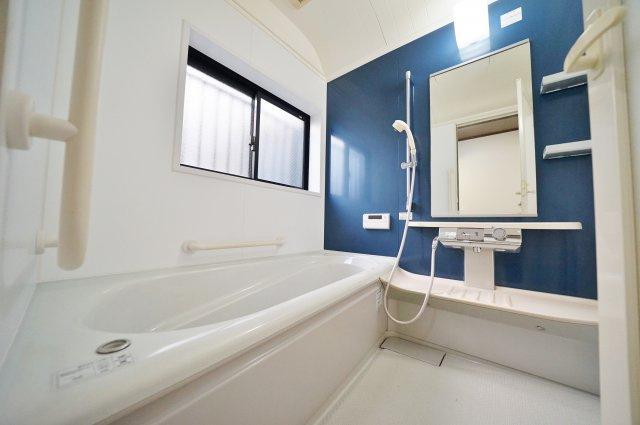 【浴室】リフォーム済。富士山が望めます!保土ケ谷区岩井町 中古戸建て