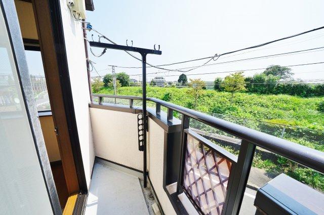 【バルコニー】リフォーム済。富士山が望めます!保土ケ谷区岩井町 中古戸建て