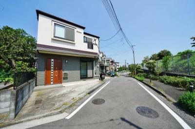 【前面道路含む現地写真】リフォーム済。富士山が望めます!保土ケ谷区岩井町 中古戸建て