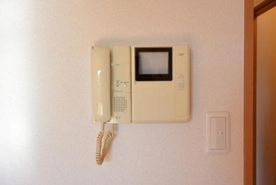 モニター付インターホン付き。