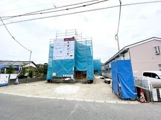 東葉高速線・新京成線「北習志野」駅バス12分朋和産業前停歩8分の全3棟の新築一戸建てです。