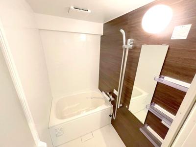 リフォーム済みの新品の浴室はピカピカで気持ちが良いですね♪毎日快適にお使いいただけます。
