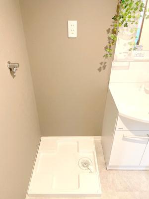 室内洗濯パン。すべて新調しておりますので、水回りを気持ちよく使えます。