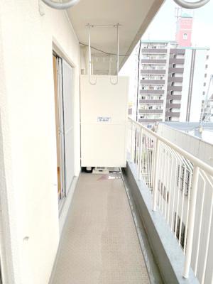 バルコニーは南向き。さらに6階ですのでお洗濯が乾きやすいことでしょう♪