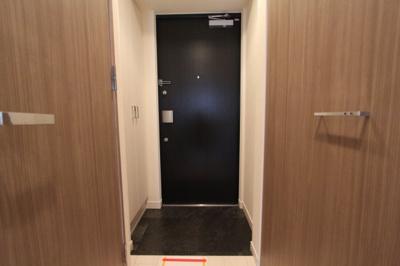 【玄関】プレサンス丸の内城雅