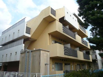 地上4階建て鉄筋コンクリート作りのマンションです。