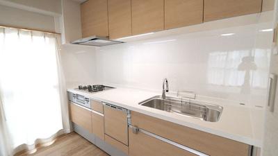 食洗器付きで後片付けもラクラクです♪キッチン収納が充実しておりますので、作業スペースを広く使えます!