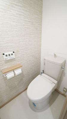 アクセントクロスがおしゃれです!トイレは洗浄機能付きです!