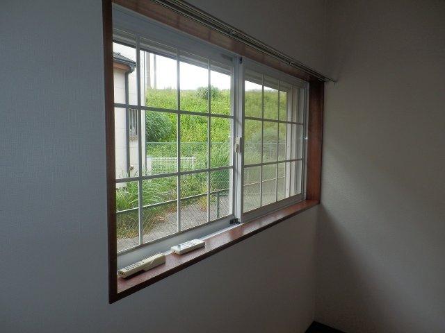 窓にはシャッターが付いています。