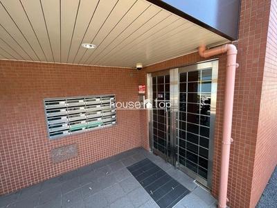 クレセントオブ六番町の屋内駐車場入り口です♪