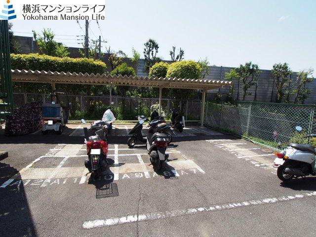 バイク置き場完備。