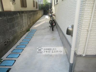 同一仕様写真 駐輪場♪空いているスペースに停められます☆