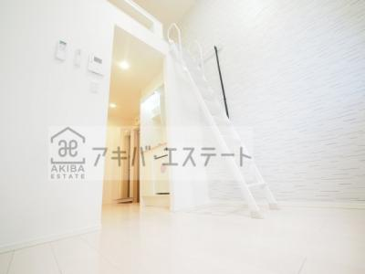 同一仕様写真 おしゃれなホワイトフローリングの明るいお部屋です☆