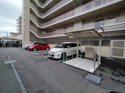 平面駐車場もございます。 空き状況は都度ご確認ください。
