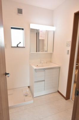 三面鏡付きの洗面化粧台