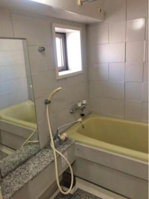 窓付きの浴室なので、湿気がこもりにくく快適です♪