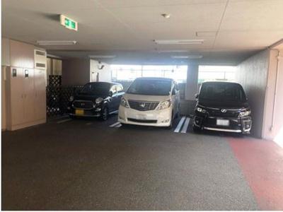 敷地内に駐車場があります。(空状況についてはお問合せ下さい)