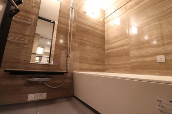【浴室】清潔感ある浴室スペースとなっております!浴室暖房乾燥機付きで機能性も◎
