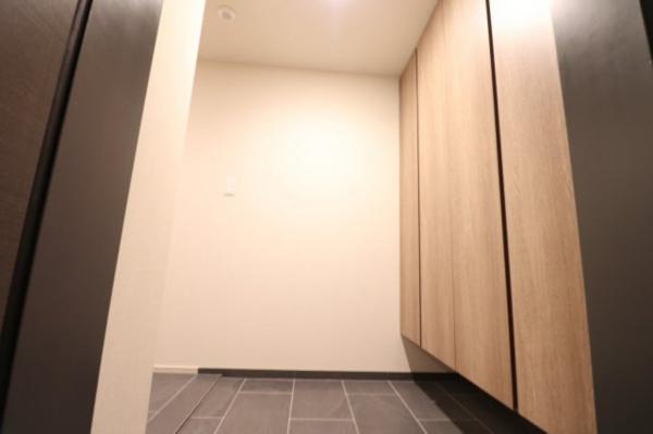 【玄関】シューズボックスも充実しており、スッキリとした玄関として使っていただけます!