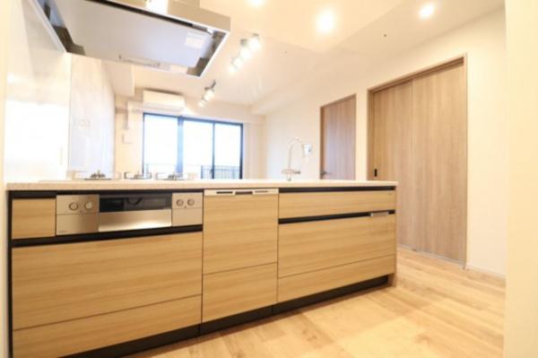 【キッチン】ディスポーザーや食器洗い乾燥機付きと、機能性にも優れたオシャレなオープンキッチンです!