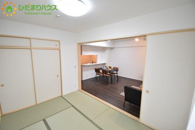 扉を閉じれば来客用のお部屋として。開いて広い空間を作れば、お子様の遊び部屋として使えます!