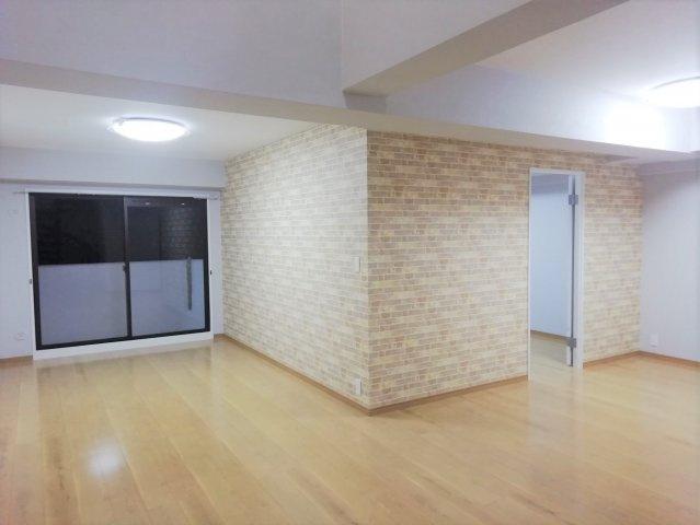 【居間・リビング】南区柏原6丁目 中古マンション 5SLDK 8階