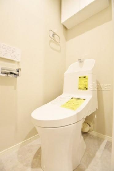 トイレ 温水洗浄便座付き 上部収納付き