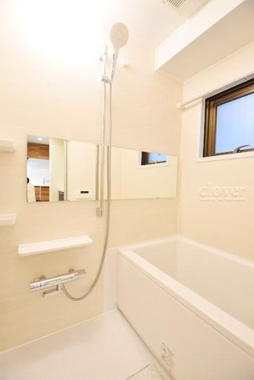 物件のお問い合わせは、 0120-700-968までお気軽にどうぞ! バスルーム 浴室乾燥機付き 窓付き