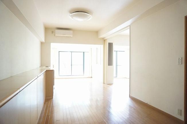 【居間・リビング】西区愛宕浜2丁目 中古マンション 3LDK 1階