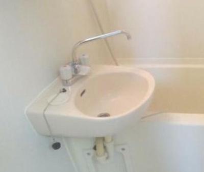 洗面台☆(魚眼レンズで撮影の為、実際の見え方とは異なります)