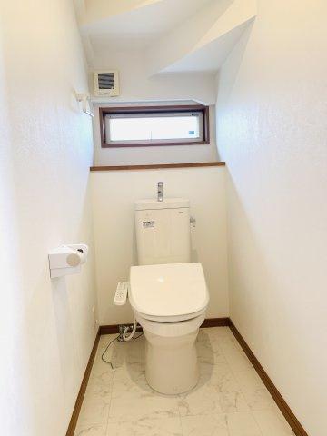 【リフォーム前写真】1階トイレ 温水洗浄機能付きです。