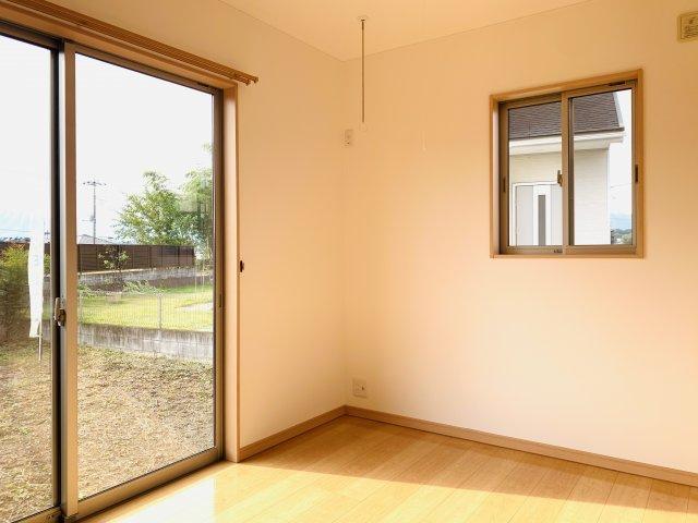 【リフォーム前写真】1階洋室 玄関から直接出入りできるので『客間』として利用できます。