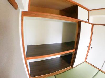 収納スペースも幅広くお布団から大きめのものまで収納可能です♪