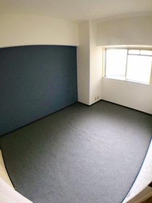 約6.2帖の洋室です♪アクセントクロスがオススメおしゃれポイントです♪