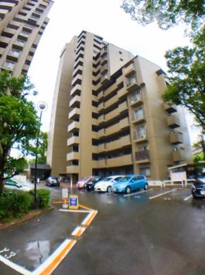 北大阪急行「千里中央駅」徒歩約10分の好立地です♪周辺も分譲マンションに囲まれてますので閑静な住宅街になっております♪
