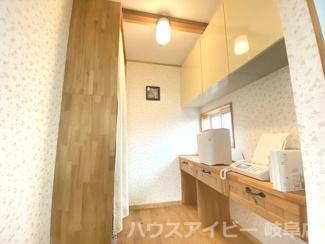 一宮市田島町 中古住宅 2階にリビング 吹き抜け・ロフトのあるお家♪光熱費の節約にオール電化住宅!
